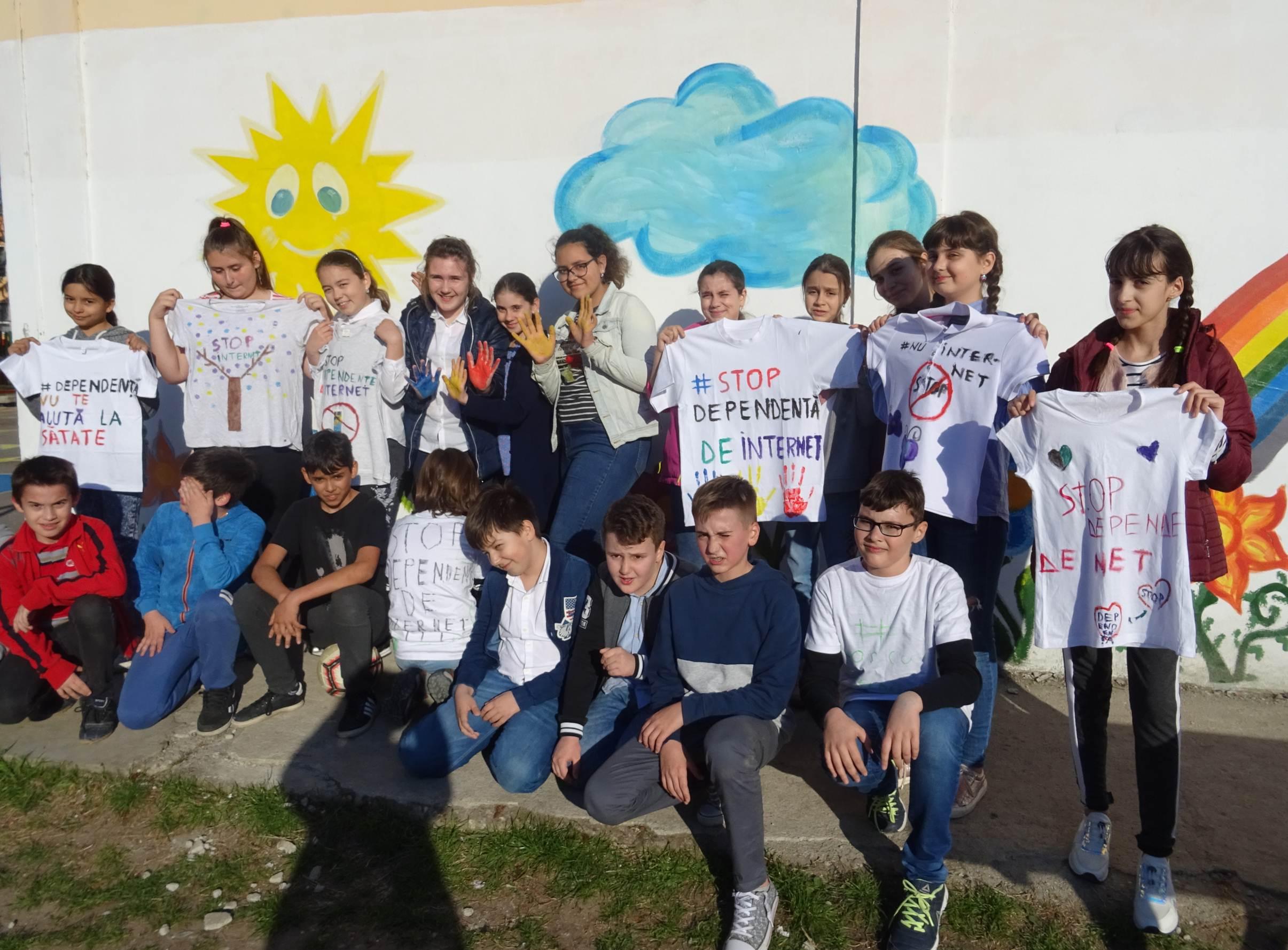 """Elevii Școlii Gimnaziale nr. 2 din Videle spun """"STOP DEPENDENȚEI DE INTERNET!"""""""