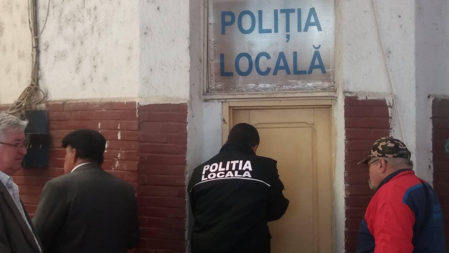 Bârlogul Poliţiei Locale din Alexandria a rămas fără…poartă. Un cetăţean turmentat şi-a vărsat oful pe uşă