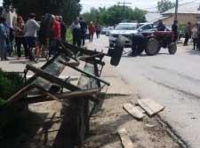 Accident grav în comuna Islaz. Doi adulţi şi un copil de 2 ani, transportaţi la spital