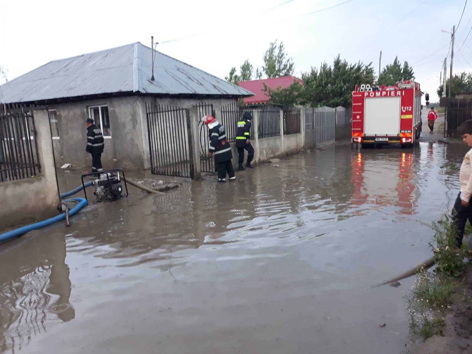 Şapte curţii inundate, în Zimnicea, şi 4.000 de locuinţe fără curent electric, în urma precipitaţiilor căzute în ultimele ore
