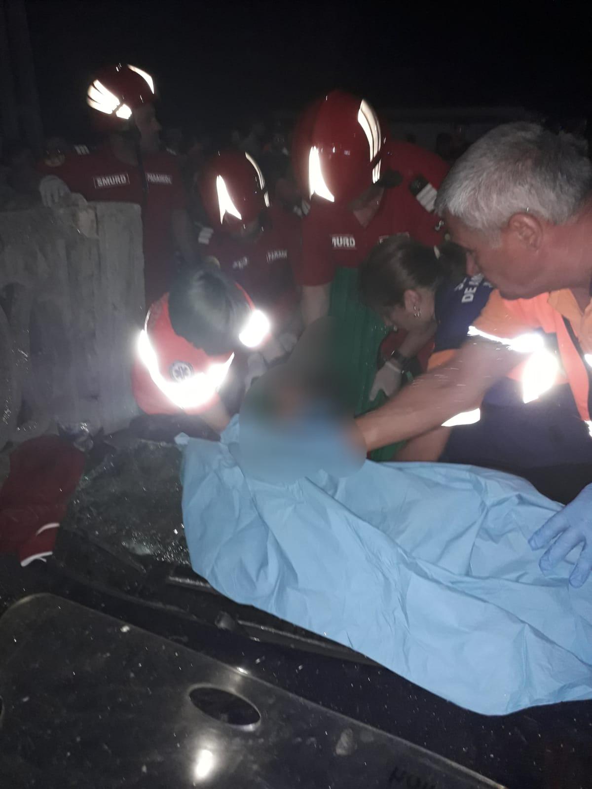 Două accidente grave pe șoselele din Teleorman. La Contești, cinci tineri au ajuns la Spital, iar la Peretu, patru persoane au fost rănite