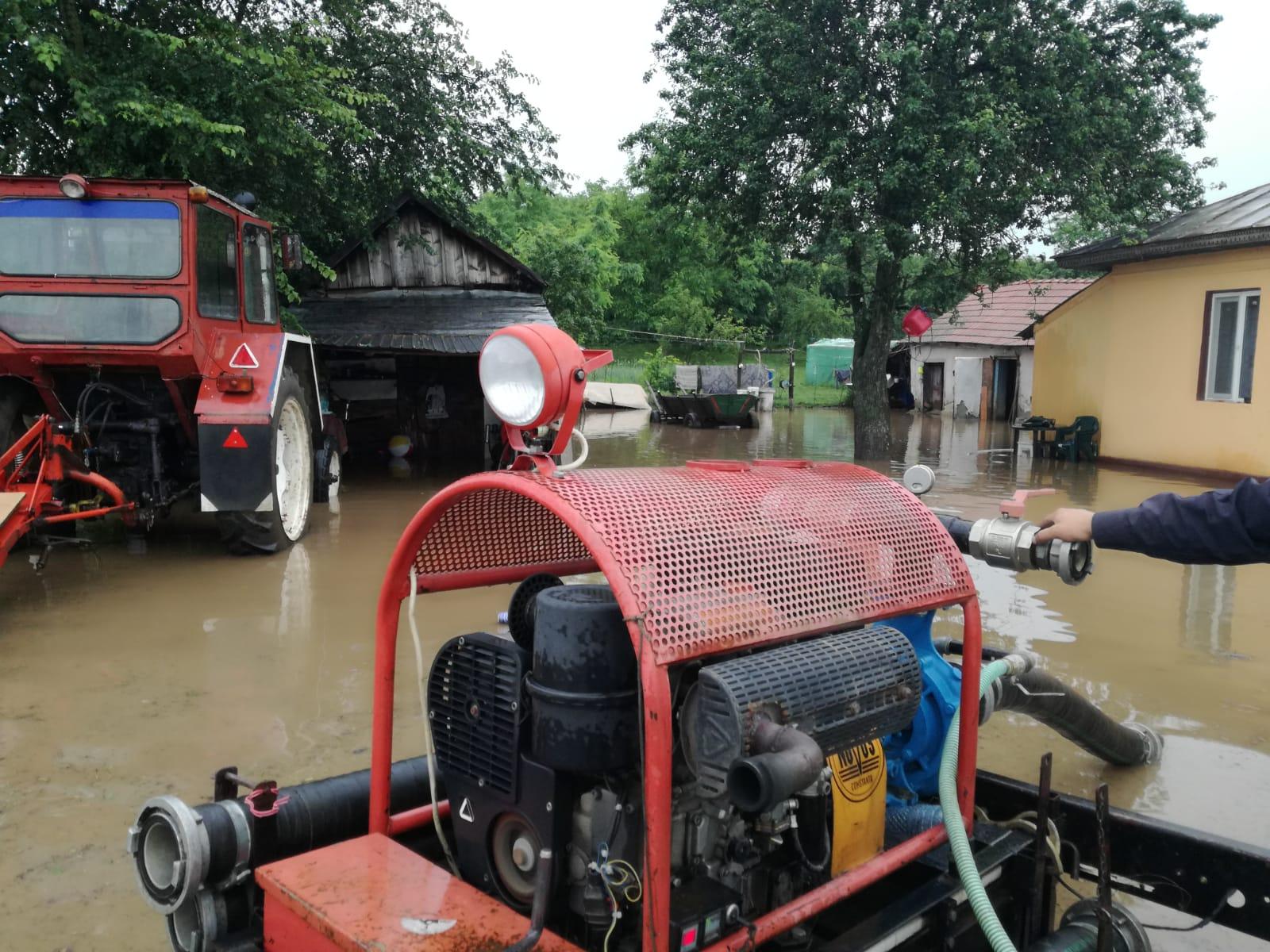 ISU Teleorman: Zeci de gospodării din Alexandria și Videle au fost inundate. Probleme sunt și în localitățile Trivale Moșteni, Crevenicu și Valea Cireșului