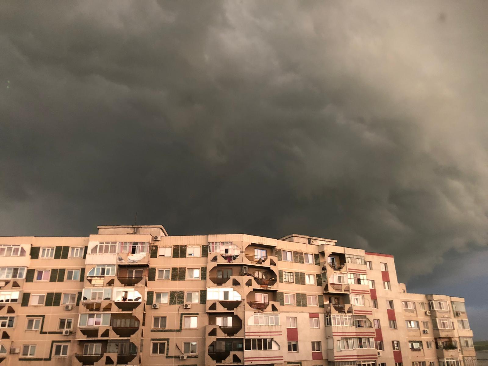 ALERTĂ! Meteorologii au prelungit CODUL GALBEN pentru Teleorman. Averse, vijelii şi grindină, până la ora 23.00