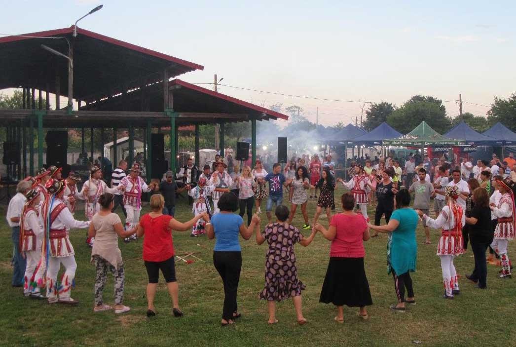 Ziua comunei Stejaru, în imagini. Sute de oameni, prezenţi la cel mai important eveniment din viaţa comunităţii