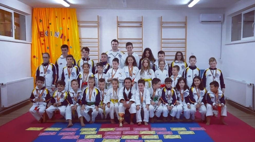 36 de medalii, dintre care 16 de aur, pentru ACS Seishindokan la Cupa României şi Cupa de Toamnă la Karate SKDUN