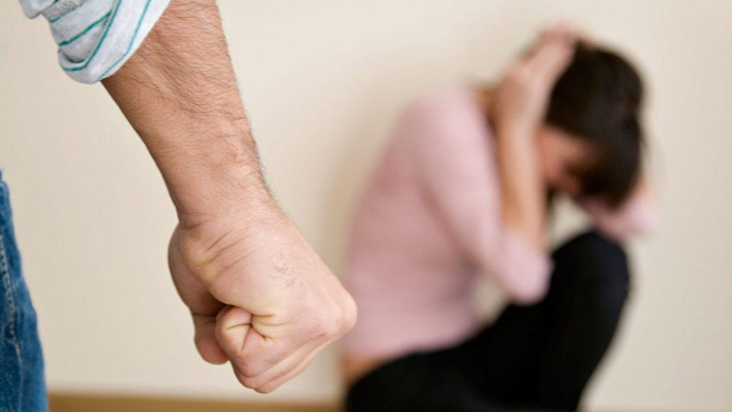 Un bărbat de 36 de ani din Năsturelu şi-a ameninţat soţia cu moartea. Poliţiştii au emis ordin de protecţie