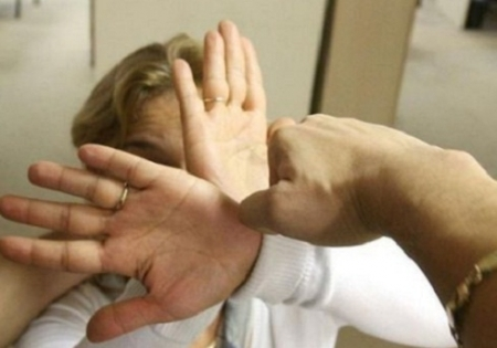 Un bărbat de 31 de ani din Alexandria şi-a bătut soţia. Poliţiştii eu emis ordin de protecţie