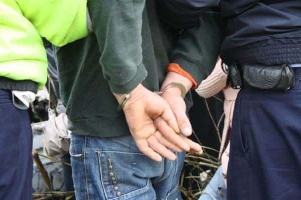 Un tânăr de 33 de ani din Viişoara, bănuit de tentativă de viol şi violare de domiciliu