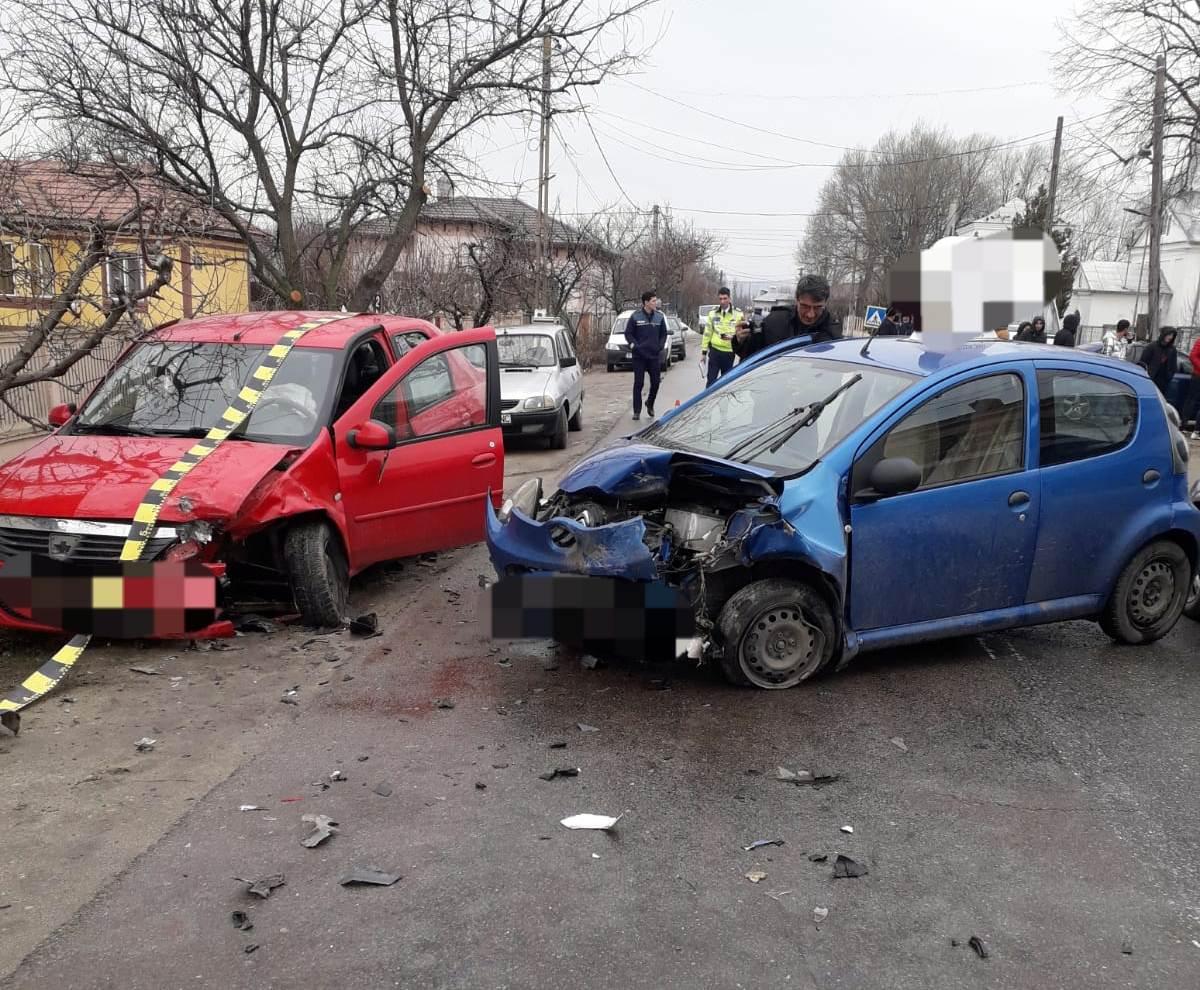 Accident, în Saelele. Şase persoane au ajuns la Spital în urma coliziunii dintre două autoturisme