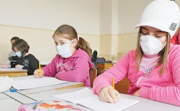 Două şcoli din Teleorman au suspendat parţial cursurile din cauza gripei şi infecţiilor respiratorii