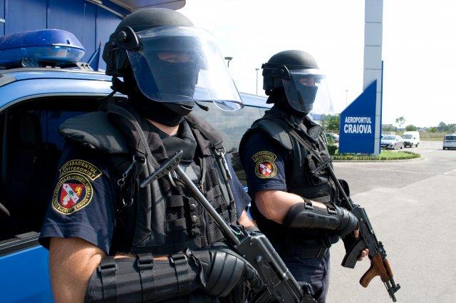"""Se îngroașă gluma! Temuții jandarmi din Gruparea Mobilă """"Frații Buzești"""" din Craiova pe străzile din Teleorman"""