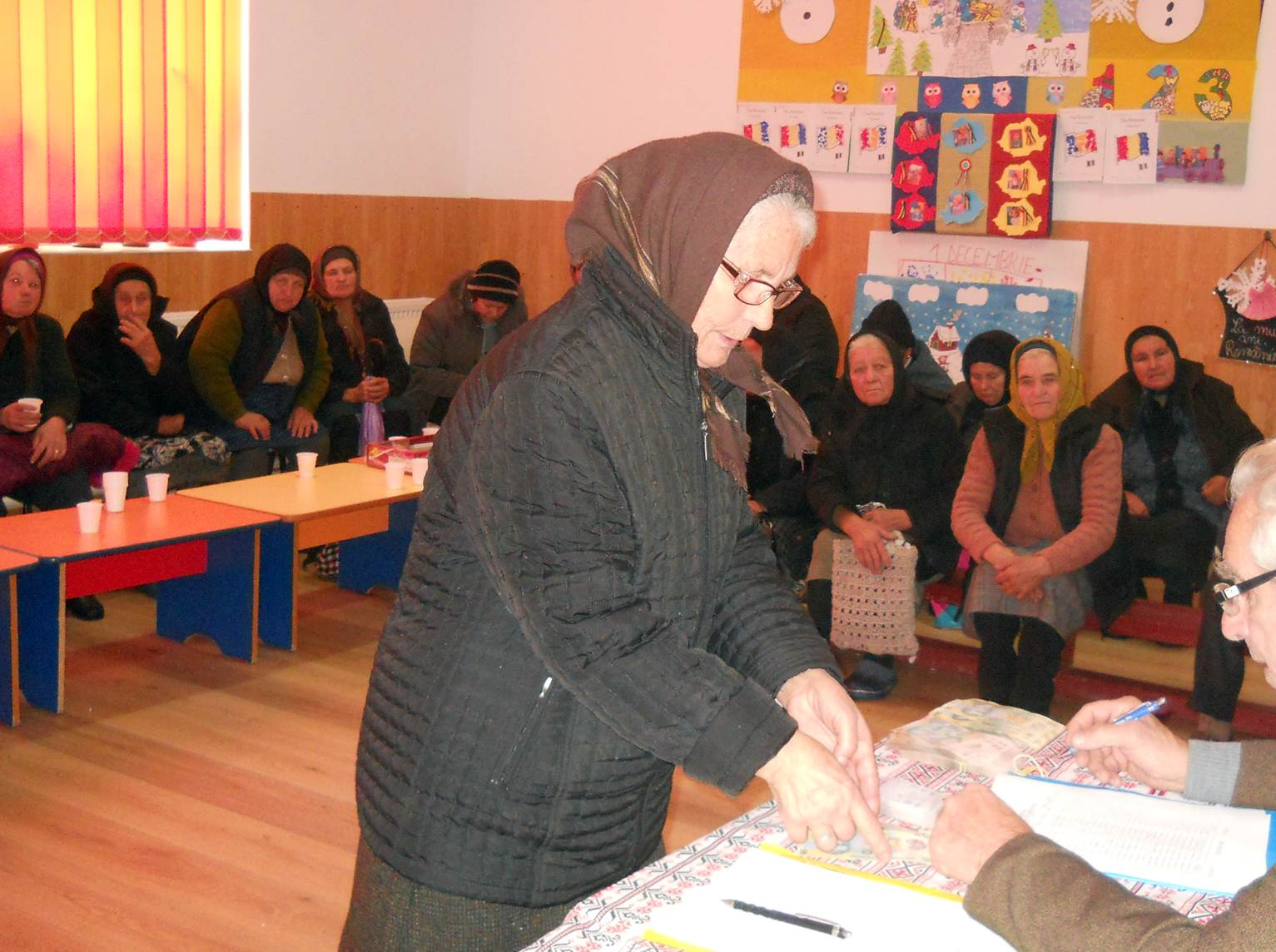 La Mavrodin, MOŞ NICOLAE a venit la membrii Casei de Ajutor Reciproc a Pensionarilor